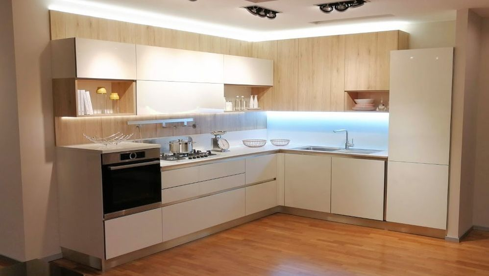 Offerte Veneta Cucine Milano - Ri-flex Vetro - Showroom Cucine Milano